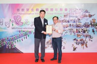 Mr. TANG Ping-ming, CSDSM and the recipient of the Most Passion & Responsible Award, Mr. CHAN Wing-wah, Billy