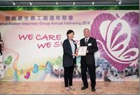 Ms. NG Sau-wai, Assistant Commissioner (Rehabilitation) and the recipient of the Long Service Award, Mr. CHEUNG Kwok-leung